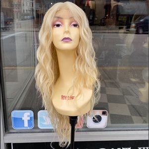 Lacefront wig long 613
